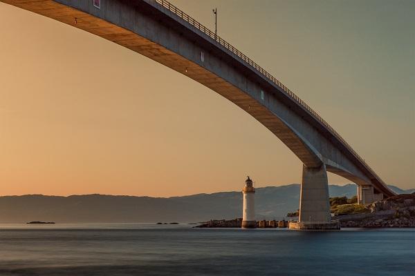 gambar pemandangan jembatan eropa,